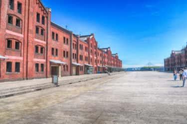 横浜都市発展の要横浜赤レンガ倉庫を知る3つの案内板