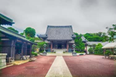本覺寺の案内板と全国塗装業者合同慰霊碑の由来【神奈川宿歴史の道その9】