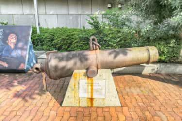 神奈川県立歴史博物館にある発掘された大砲の案内板