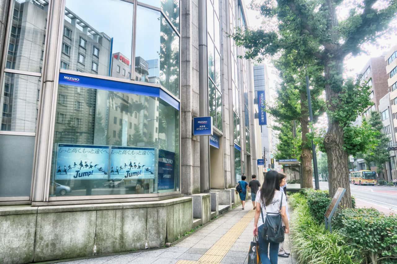 「横浜為替会社」設立の碑