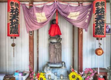 裏道に隠れた六角橋祐天地蔵尊の案内板